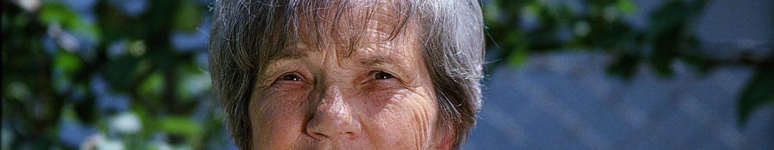 donna anziana e1520011601153 - Maculopatia oculare: sintomi, retinica, essudativa